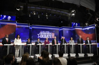 'SNL:' Stars return for parody of Democratic debate