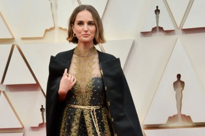 Natalie Portman honors female directors with Oscars attire