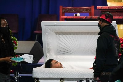 Daunte Wright's family holds public viewing after fatal police shooting