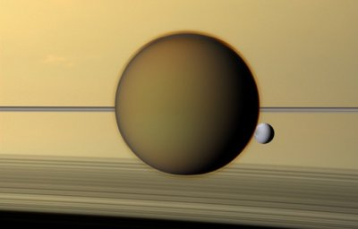 Cassini delivers Saturn holiday pictures