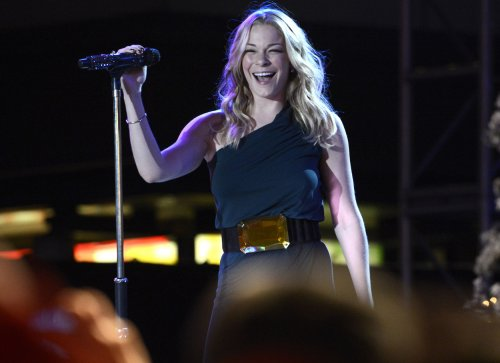 LeAnn Rimes debuts iPhone filmed 'Gasoline and Matches' video