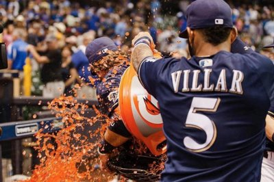 Kirk Nieuwenhuis homers twice as Milwaukee Brewers defeat Chicago Cubs