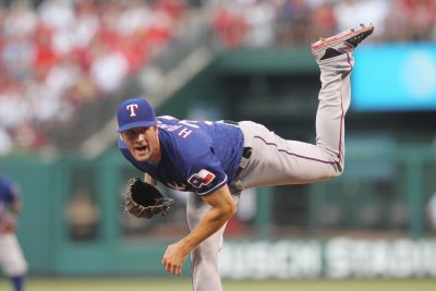 Hamels, Rangers go for sweep of White Sox