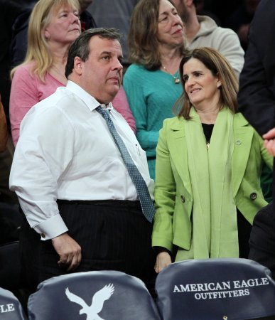 Christie speaks about weight loss struggle at bookstore event