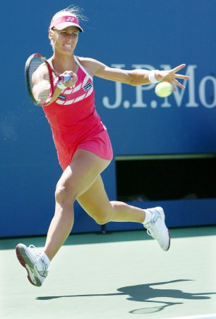 Safina loses in straight sets in Sydney
