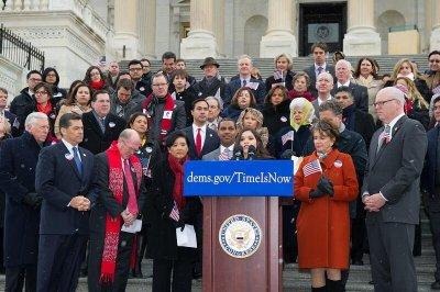 Obama backs House Dems' immigration push