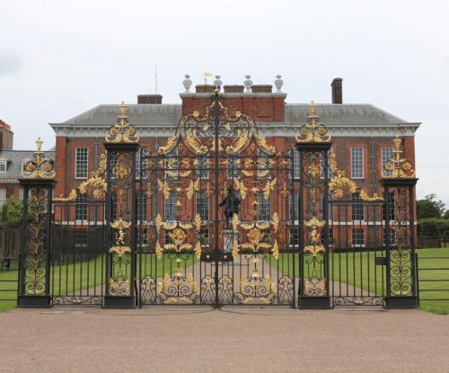 Man sets himself on fire near Kensington Palace