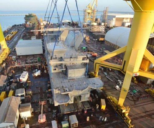 Ingalls Shipbuilding lifts 700-ton LHA 7 deckhouse