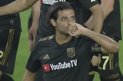MLS playoffs: Carlos Vela leads LAFC past Zlatan Ibrahimovic, Galaxy