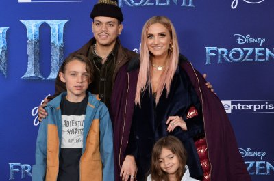 Ashlee Simpson, Evan Ross expecting second child: 'The fam is growing'