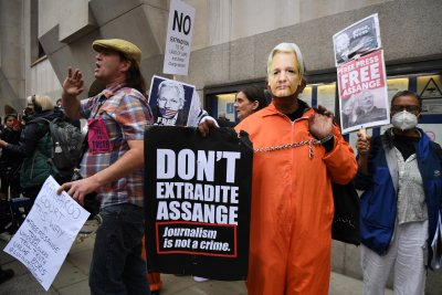 WikiLeaks founder Julian Assange appears at extradition hearing
