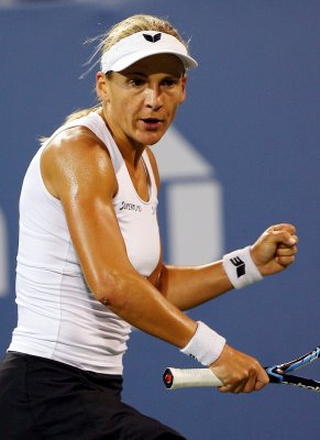 Bammer defeats Schiavone in Prague final