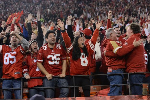 Homeless 49ers fan receives support after appearing at Seahawks Super Bowl parade