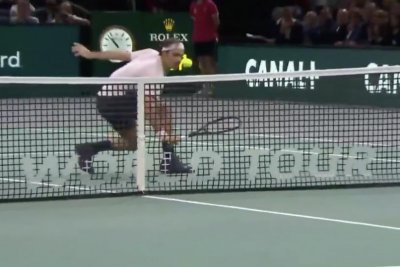 Roger Federer hits unstoppable touch volley