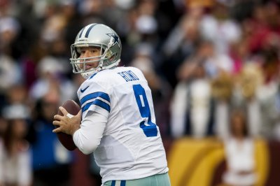 Tony Romo, Julius Peppers on College Football HOF ballot