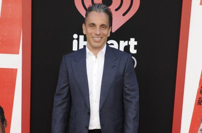 Sebastian Maniscalco to host the 2019 MTV VMAs