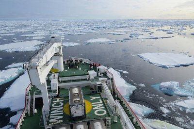 Antarctic ice sheets can retreat as fast 165 feet per day