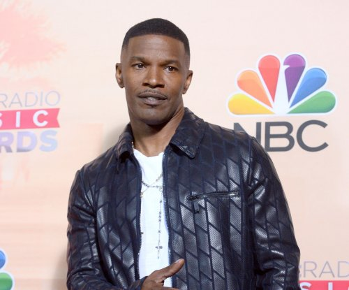 Jamie Foxx shows off Siri in new iPhone 6 ads