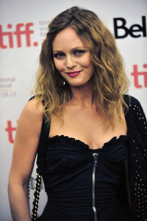 Vanessa Paradis shows new do at Victoires de la Musique award show