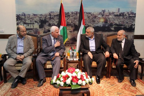 Palestinians announce deal on government
