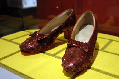 Anonymous donor offers $1M to founder of stolen ruby red slippers from 'Wizard of Oz'