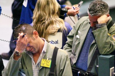 Crude oil moves lower as pessimism sets in