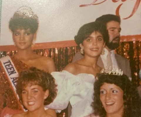 Bethenny Frankel posts #TBT pageant photo with Halle Berry