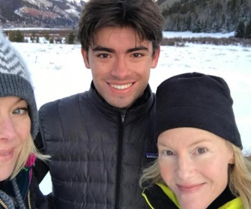Kelly Ripa enjoys snowy day with son Michael Consuelos