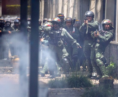 Poll: Venezuelans' trust in police, military at record lows
