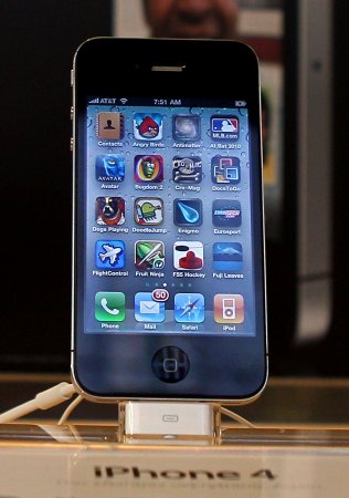 White iPhone 4 release delayed again