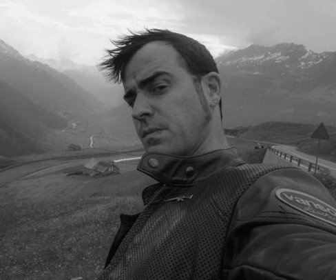 Justin Theroux shares first Instagram post