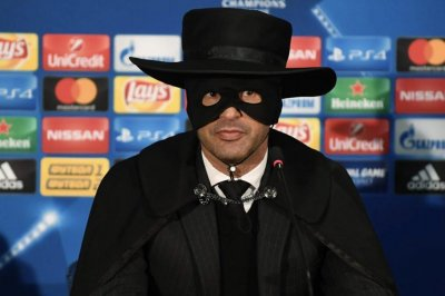 Champions League: Shakhtar Donetsk manager dresses as Zorro during news conference