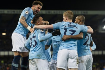 Manchester City beats Everton, takes top spot in Premier League