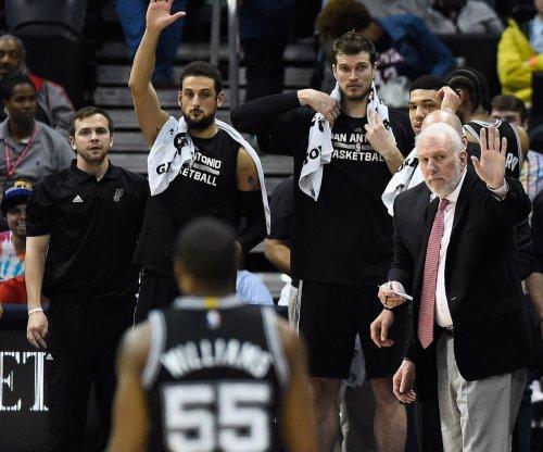 San Antonio Spurs pull away from Miami Heat