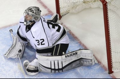 Los Angeles Kings' Jonathan Quick makes 45 saves, blanks Montreal Canadiens
