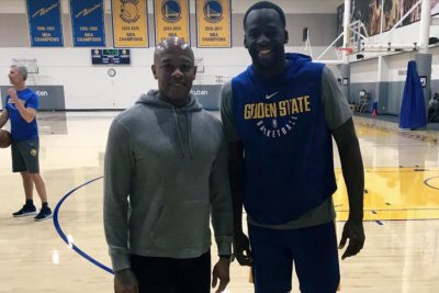 Dr. Dre, Jimmy Iovine visit Golden State Warriors at practice