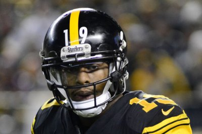 Living in fantasy world, JuJu Smith-Schuster insists he'll play