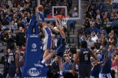 Blake Griffin mashes Maxi Kleber with serious slam dunk