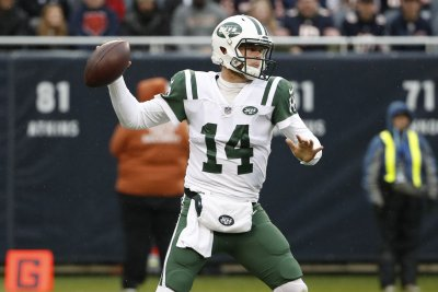 New York Jets' Todd Bowles won't say if QB Sam Darnold will start