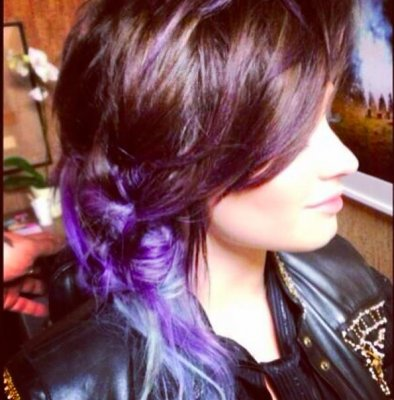 Demi Lovato dyes her hair silver and purple ahead of world tour