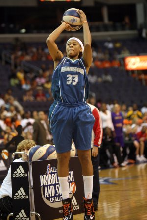 Minnesota Lynx push streak to 10 games in buzzer beater against Fever