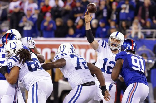 Luck throws 4 TDs as Colts down Giants