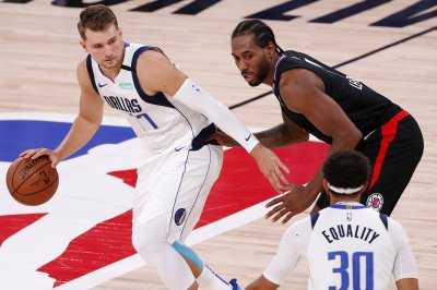 Mavericks clip Clippers, even NBA playoff series