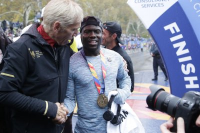 Kevin Hart beats other celebs in NYC marathon, raises money for scholarship fund