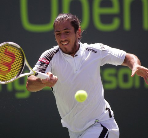 Canas advances on Barcelona's clay court