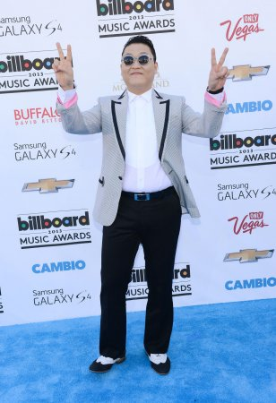 'Gangnam Style' singer Psy goes hip-hop with Snoop Dogg on new single 'Hangover'