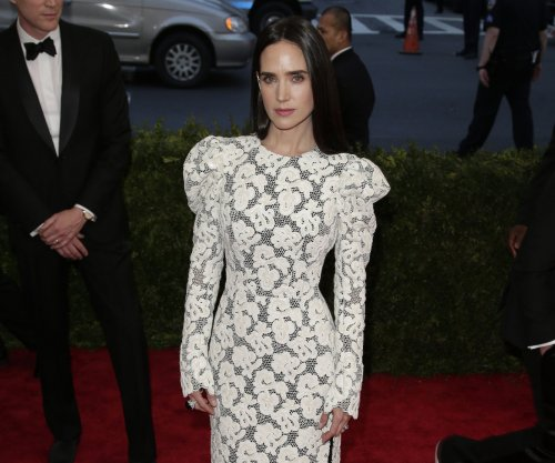 Jennifer Connelly says she panhandled in NYC for 'Shelter' role
