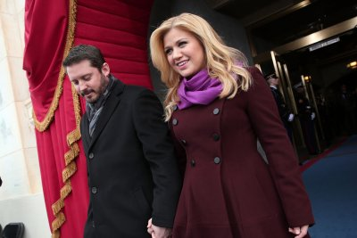 Kelly Clarkson says she made husband get vasectomy