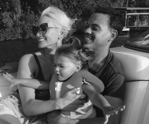 Evan Ross poses with Ashlee Simpson, daughter on family trip