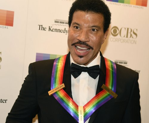 Tribute paid to Lionel Richie, Gloria Estefan at Kennedy Center Honors
